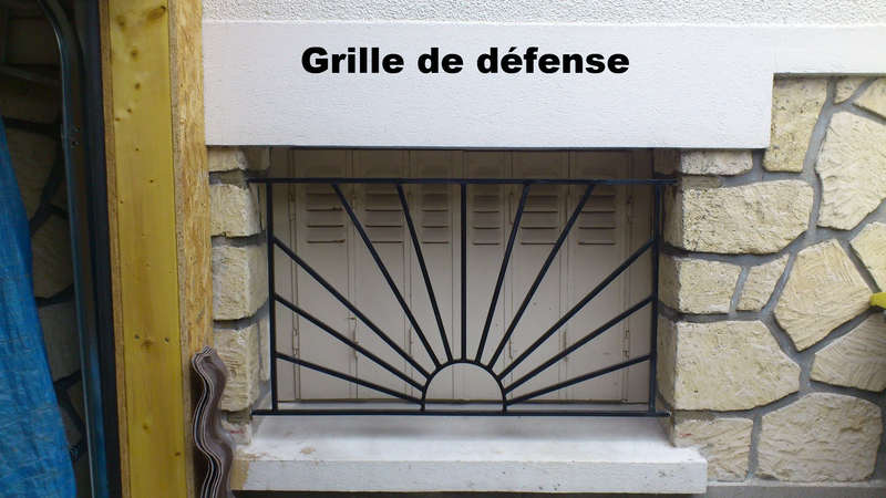 Art du fer forge s curit for Grille de defense fenetre