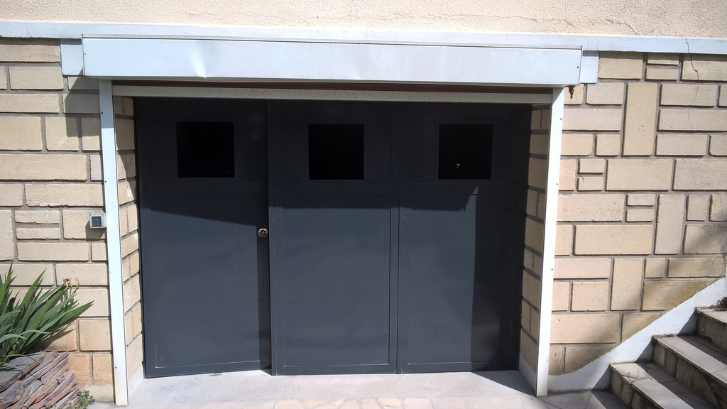 Art du fer forge portes de garage 3 vantaux for Porte de garage battante